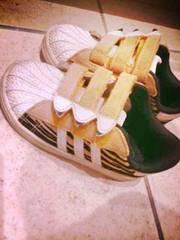 レア物adidas15センチタイガースニーカー幼稚園保育園虎柄