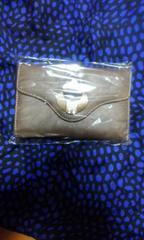 3つ折りバックル財布カーキ