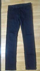 UNIQLO(ユニクロ)スキニーフィットテパードジーンズ(30インチ)ブラック/ストレッチデニム