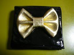 送料無料(スナオクワハラ)黒リボン折財布sunaokawahara
