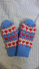 可愛い手袋 ミトン イチゴ柄 ブルー系  新品