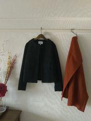 UNIQLO×カリーヌコラボ■新品♪ノーカラーのブラックコート