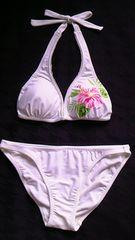 メタリックペイント&ハイビスカスフラワー花柄レースフリルホルターリボン三角ビキニ水着白