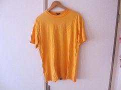 R.NEWBOLDのTシャツ