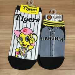 新品タグ付き23〜25cmと16〜18cm靴下2セット野球阪神タイガース