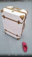 白ホワイト茶色ブラウンベルトスーツケース海外旅行国内レトロ風