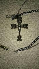 安全ピンでつける十字架と銀と黒のチェーン ジャンク