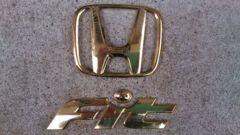 初期型フィットのゴールドエンブレムリヤ用。