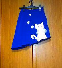 お洒落白猫ちゃんのロイヤルブルーアシメスカート♪〜*゚リメイク/ネコ