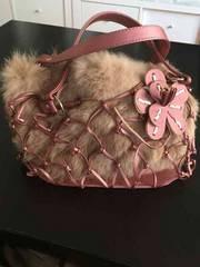 可愛い見た目暖かそうな ピンクの ミニバッグ