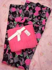シックな黒灰のダイヤ柄に薔薇とチャーミーキティちゃんの可愛い大人浴衣