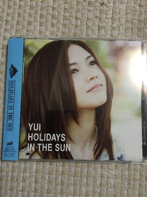 YUI  HOLIDAYS IN THE SUN  < タレントグッズの