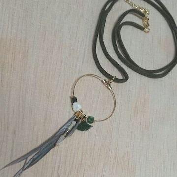 羽と天然石とリングの紐ネックレス 新品未使用