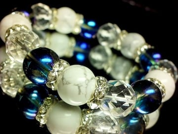 ハウライト§ブルーオーラ§64面カット水晶銀ロンデル数珠