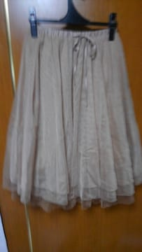 �A 淡い茶系のシフォンスカート