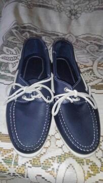 �B 紺色の靴