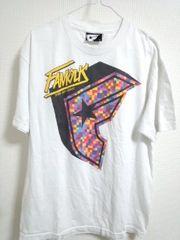 FAMOUS Tシャツ カラフルロゴ!デジカモ風