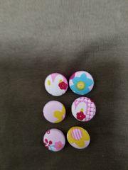 ハンドメイドくるみボタン・うさちゃんとお花柄18�o×6コ