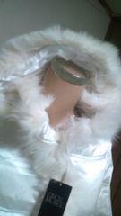 新品タグ付 「CECIL McBEE」フォックスファーでゴージャス光沢パールホワイトアウター