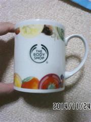 非売品ノベルティ・ボディショップ・ロゴ&フルーツ柄マグカップ