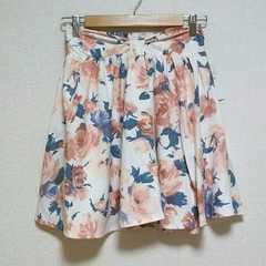 即決!! SALE!! 新品タグ付 花柄フレアスカート
