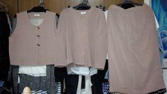 ミセス→ピンクベージュスカートジャケットスーツベスト3点L11号