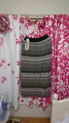 ニットジャージ?黒×白模様Lサイズ。スカート。新品タグ付き。
