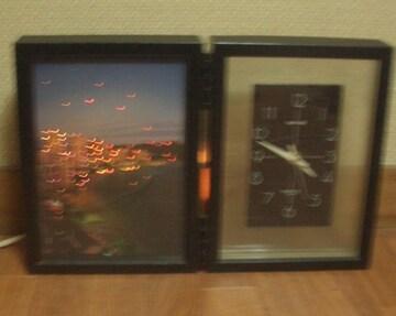 海沿いの町が光るイルミグラスファイバー付き置時計です。