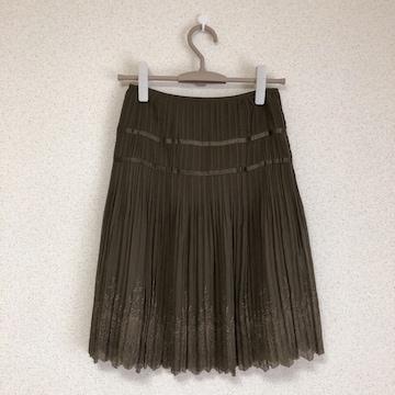 美品 裾ボタニカル刺繍、プリーツ加工スカート♪