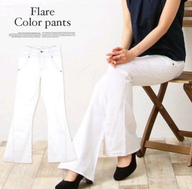 新品 大きめ ブーツカットホワイトジーンズ  < 女性ファッションの