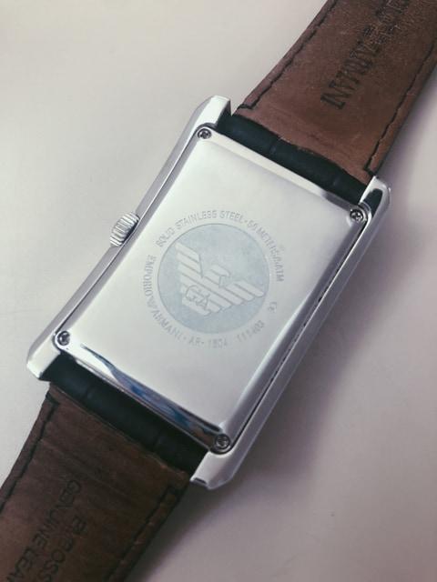 T111 美品★ アルマーニ 腕時計 革ベルト メンズ < ブランドの
