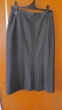 �H 黒っぽいスカート