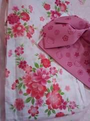 ピンクに綺麗なお花柄 浴衣 に限定の キティ ちゃん帯 下駄付きセット