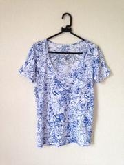 さらさら ブルー花柄 Vネック ポケット付き Tシャツ