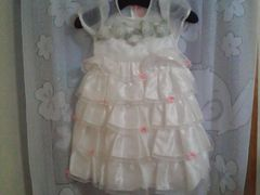 タグツキ新品ホワイト・バラ・リボン・マシカワフンワリドレス110