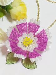 *ペヨーテステッチ「秋桜・赤紫×花びら先白」ボールチェーン*