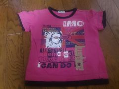 110 HUG YOU ピンクのTシャツ