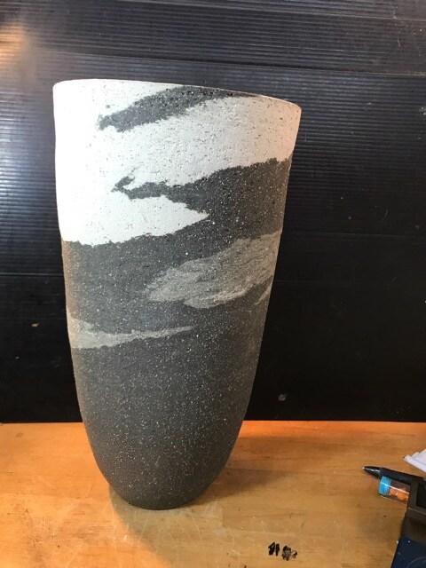 素晴らしい陶芸作品の花入。在銘、未使用です。  < インテリア/ライフの