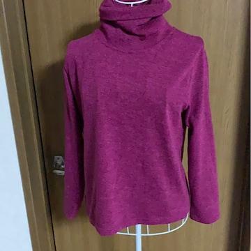 紫ピンクハイネックカットソー&赤キラキラマキシ丈スカート