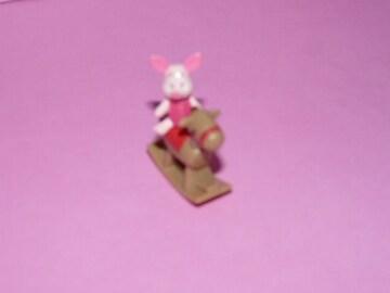 木馬に乗った ピグレット フィギュア