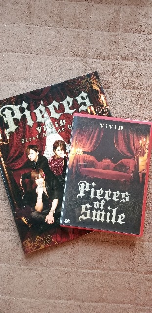 ViViD/Pieces of Smile  Book/DVD  < タレントグッズの