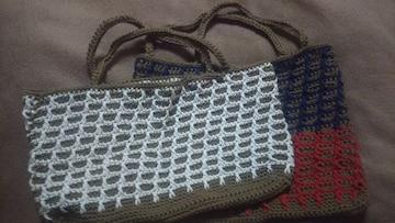 手編みのミニバック二個