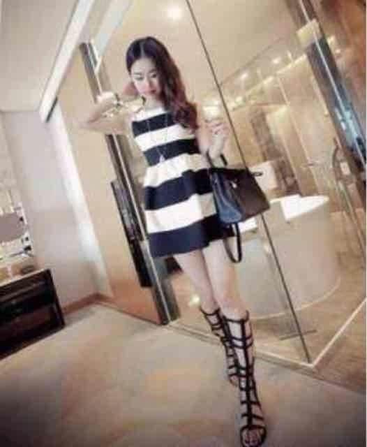 夏新作 白黒ボーダー ノスリワンピース Mザイズ < 女性ファッションの