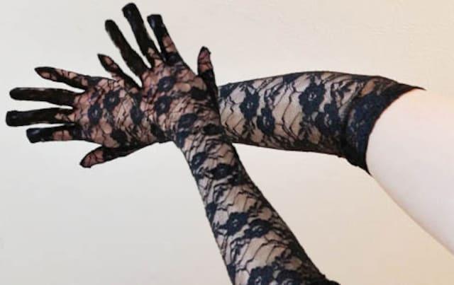 新品[7147]黒★花柄総レースの手袋(M)  < 女性ファッションの