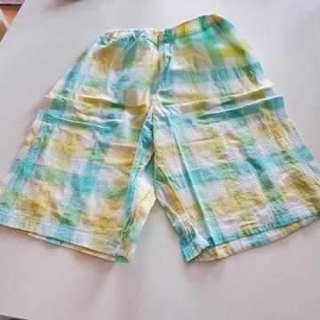 緑と黄色チェックの半ズボン140