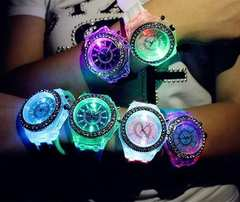 お買い得★650円★Geneva レインボーLED腕時計 黒保証付き
