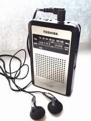 ラジオ 東芝 AM FM  スピーカー イヤホン 単4 2本