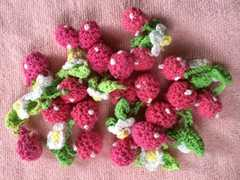 ハンドメイドに ピンク編みいちご 10個セット  �@