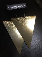 新品ナルシス★三角トライアングルピアス大きめ★金属製ゴールドプレート★4900円