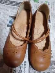 しまむらの花柄の靴、茶色ブラウン、24.5�p、3Lサイズ
